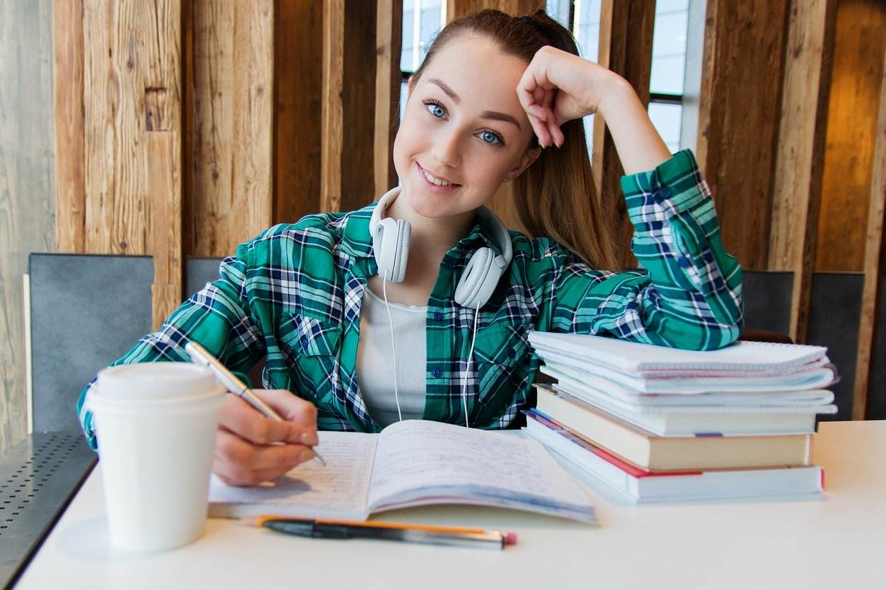 Girl-studying-German-course